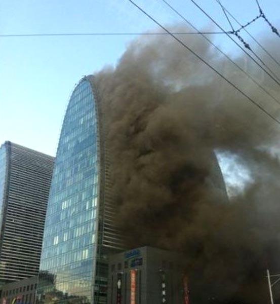 网友拍的北京西直门着火场景(图组)