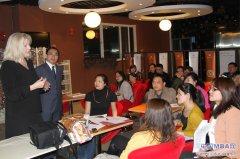 S P Jain 国际管理学院的Caryn Voskuil博士讲座成功举办